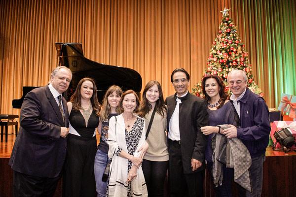 O pianista Álvaro Siviero entre os representantes do <strong srcset=