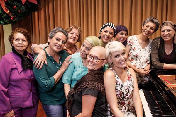 """A embaixadora do """"De Bem com Você – a Beleza contra o câncer"""", Flávia Flores e algumas convidadas do Recital de Natal."""