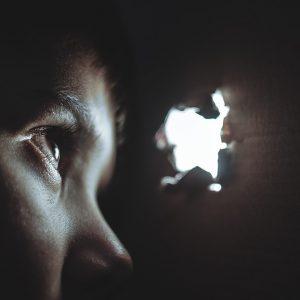 Cuidado – frequentemente o agressor é um membro da família ou responsável pela criança