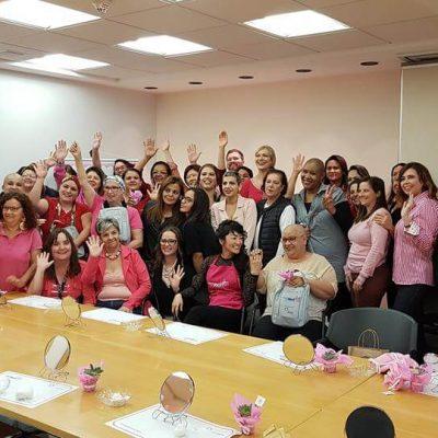 No Outubro Rosa, Instituto ABIHPEC abriu suas portas para uma oficina especial com as modelos Laura Wie e Flávia Flores