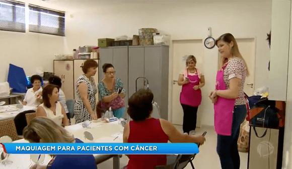 Maquiadores oferecem oficina para pacientes do Hospital de Câncer